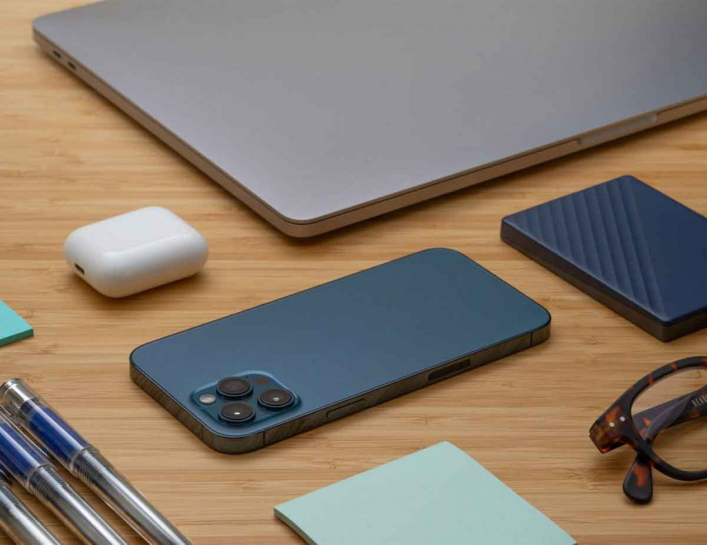Essential-Accessories-for-your-iphone-12